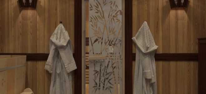 Устройство деревянных дверей для бани